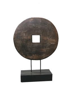 Chin. Münze auf Holzsockel, 42 cm hoch