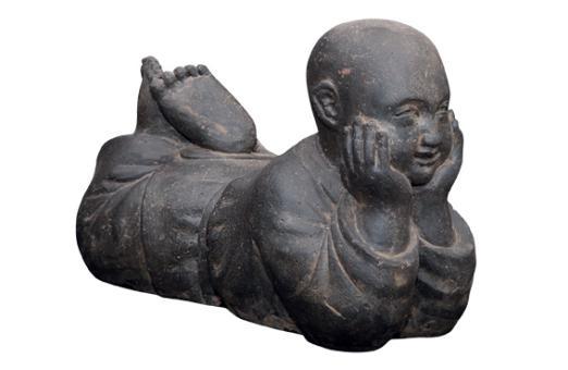 Mönch liegend, Steinguss, 60 cm