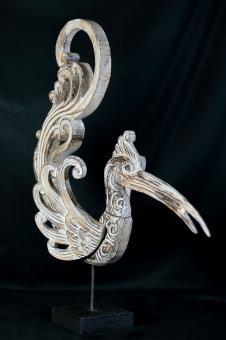 Paradisvogel, Designstück aus Kokosnuss, bemalt